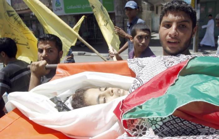 Relatives and friends carry the body of Nour al-Najdi, 10-years-old, during her funeral in Rafah after being killed by an Israeli strike in the southern Gaza Strip, on July 11, 2014. (Photo: AFP - Said Khatib - retrieved from Al Akhbar)