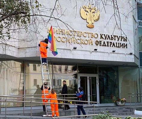 Pussy Riot members hang flags on government buildings in Russia