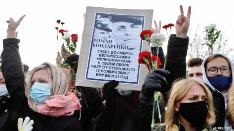 Protesters at the funeral Raman Banderenko