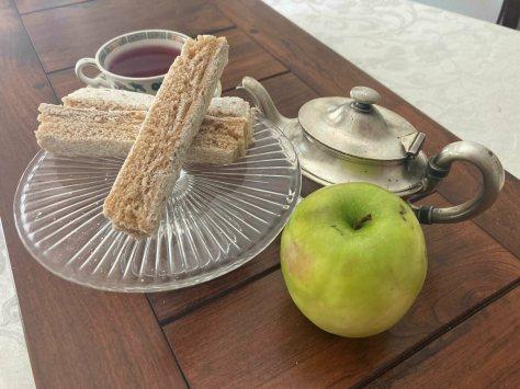 Sour, even underripe apples are best for pastila.