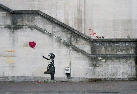 image artiste picture art artist street art Banksy graffiti rue mur illustration illustrateur création oeuvre oeuvre d'art la petite fille au ballon