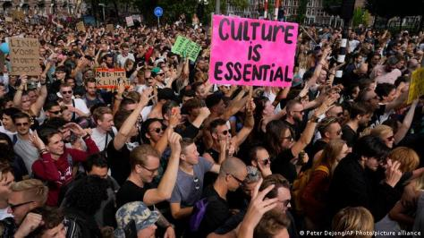 Demonstrations against restrictions on nightlife in Amsterdam