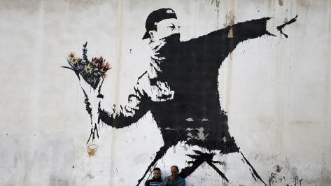 photos image picture art artiste artist peinture street art graffiti toile painting bombe aérosol célébrité tableau magnifique Banksy graffeur